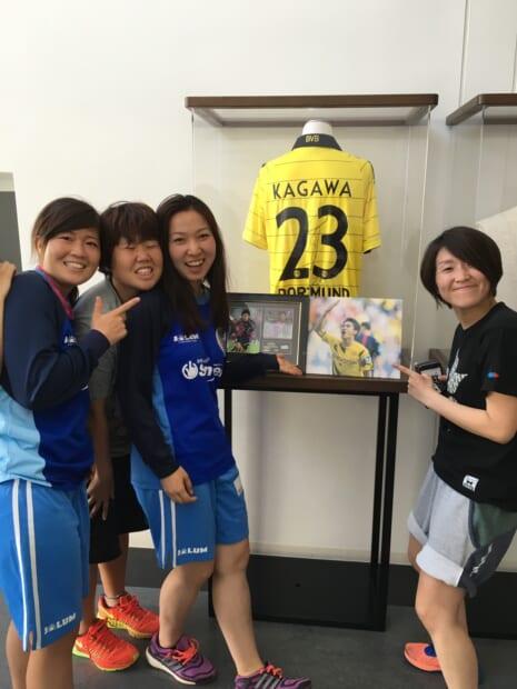 クラブハウスの入口に飾られている香川選手のユニフォーム