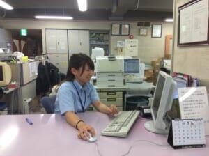 入所者の受付の業務を担当する廣田選手